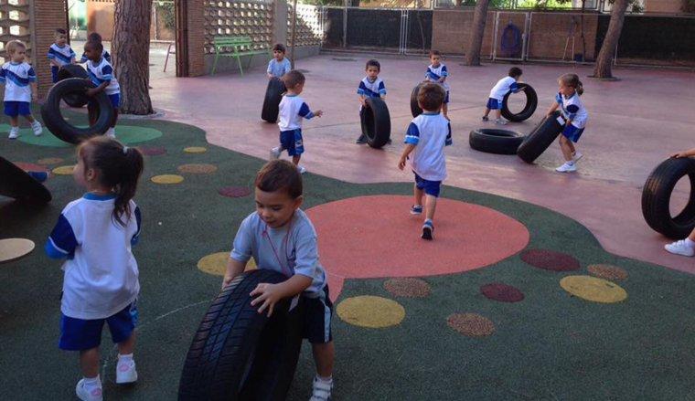 El Col·legi Mare Molas compta amb dues línies en totes les etapes d'educació obligatòria.