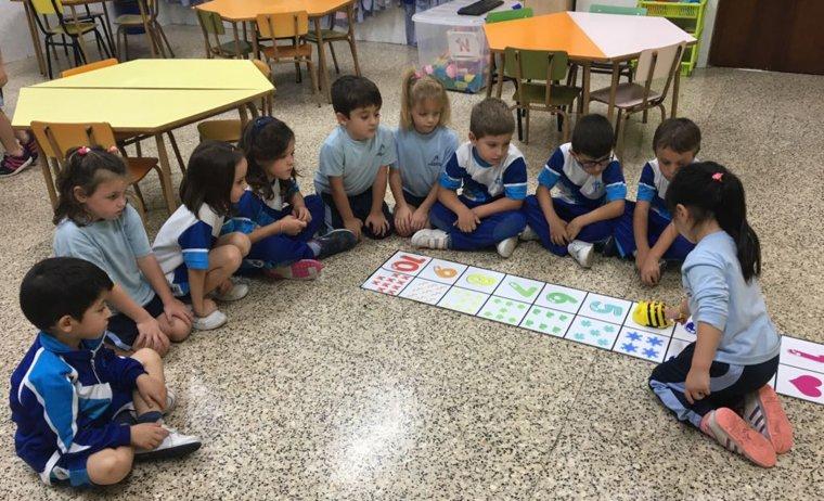 Els alumnes aprenen a treballar en equip durant tota la seva etapa escolar.