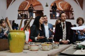 En primer terme, la directora de la Fundació Miró, Elena Juncosa; l'alcalde de Mont-roig, Fran Morancho, i el nét de Joan Miró, Joan Punyet.
