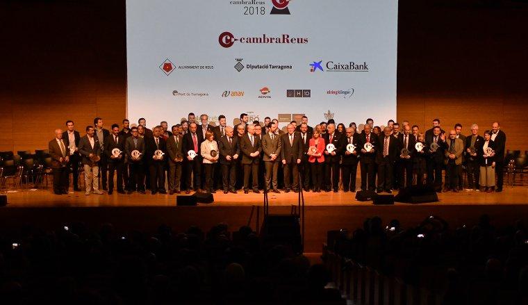 Fotografia de família de tots els guardonats als Premis Cambra Reus 2018.
