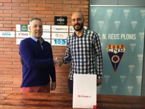 Frederic Recasens, director de delCamp.cat i Santiago Valldosera, gerent del CN Reus Ploms, aquest matí a les instal·lacions del club