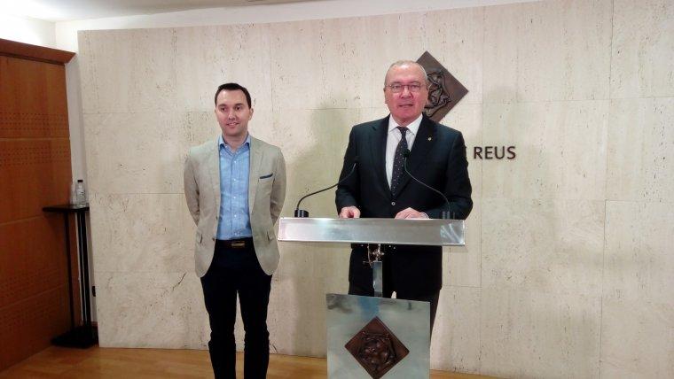 El regidor de Medi Ambient i Ocupació, Daniel Rubio, i l'alcalde de Reus, Carles Pellicer, presenten la campanya