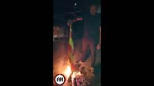 Imatge del vídeo d'Alianza Nacional en què mostra la crema d'estelades