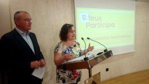 La regidora Montserrat Flores, i l'alcalde de Reus, Carles Pellicer, presenten els projectes dels pressupostos participatius
