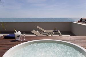 Terrassa amb Jacuzzi. Altafulla Mar Hotel.