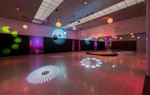 Les instal·lacions ofereixen tot el necessari per a classes, festes, convencions i altres actes.