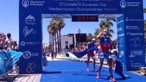 Uxio Abuin creua la meta i s'endú la victòria a la Copa d'Europa de triatló d'Altafulla