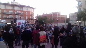 Desenes de torrencs van donar suport a l'acte a la plaça de les Monges de Torredembarra