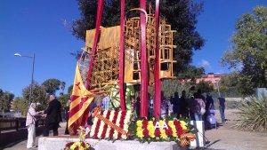 La nova escultura 'Al·legoria de l'11 de setembre' ha acollit l'ofrena floral