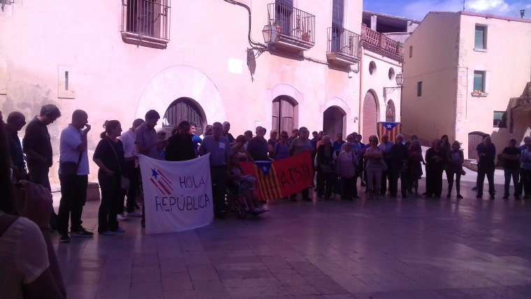 Jordi Molinera i Pere Gomés han mostrat una bandera favorable a la República Catalana