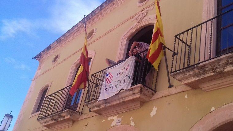 La bandera ja es troba al balcó de l'Ajuntament