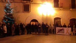 Desenes de persones han tornat a la plaça del Pou d'Altafulla per recolzar els empresonats