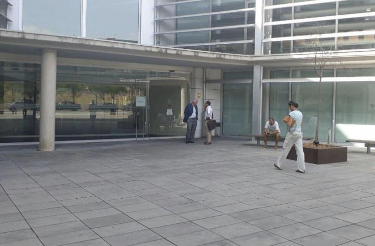 Imatge de l'exterior dels Jutjats de Vendrell, on ha declarat el detingut.