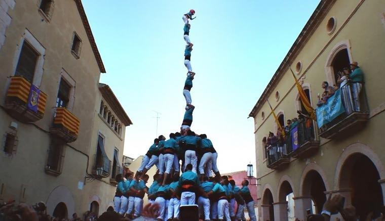 Els Castellers de Vilafranca, coronant el pde8fm a Altafulla.
