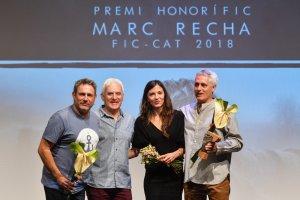 Imatge del moment de l'entrega del premi a Marc Recha.