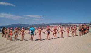 Rotllana de nedadors el dia de l'homenatge
