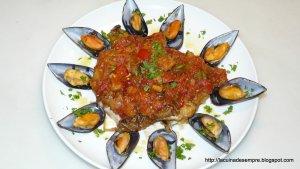 Bacallà fresc amb musclos i samfaina
