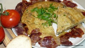 Truita de xampinyons i patata amb guarnició de pernil ibèric