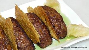 Mini-hamburgueses amb poma al forn i cruixent de parmesà