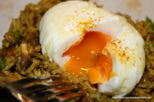 Arròs basmati al curri amb ou escalfat