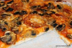 Pizza de xampinyons i tomàquet