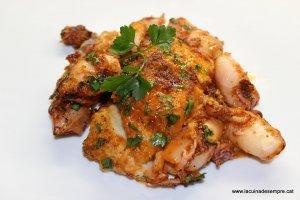 Bacallà amb calamarcets i romesco