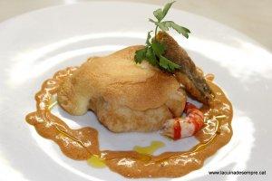 Bacallà amb allioli gratinat i salsa de gambes