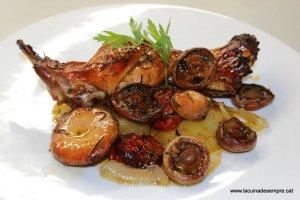 Conill al forn amb rovellons