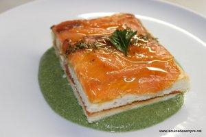 Pastís de salmó amb crema d'espinacs