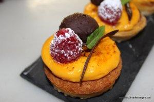 Pastissets de franxipà amb crema cremada a la taronja i cumquat confitat