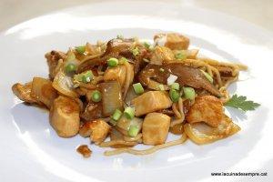 Wok de pollastre amb shiitake