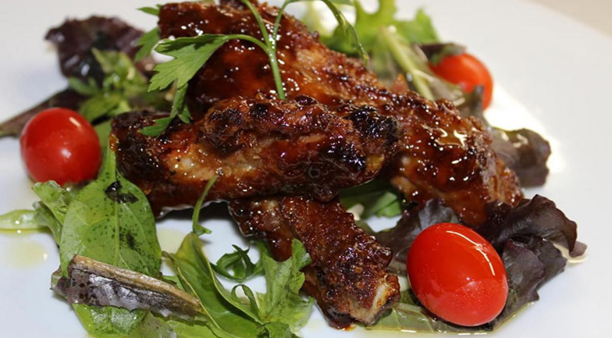 Costelles de porc amb salsa nostrada