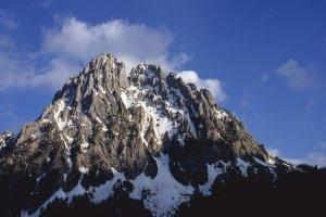 Espot. Els Encantats. A l'esquerra (N), punta oest o Petit Encantat, 2.734 m; a la dreta (SO), Gran Encantat, 2.748 m