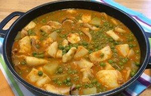 Sípia amb pèsols i patates