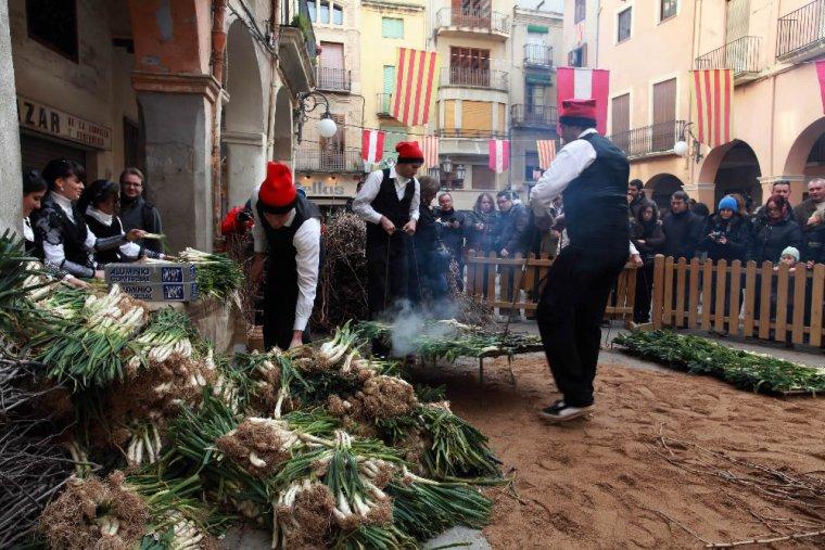 A Valls van néixer les calçotades
