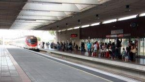 Interrompuda la circulació de trens a l'R2 nord entre el Prat de Llobregat i aeroport per l'avaria d'un comboi.