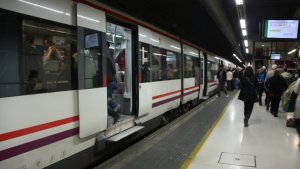 Una avaria en un tren al Prat del Llobregat provoca retards de més de 30 minuts a diverses línies de Rodalies.
