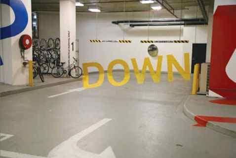 Curioso efecto encontrado en un aparcamiento.