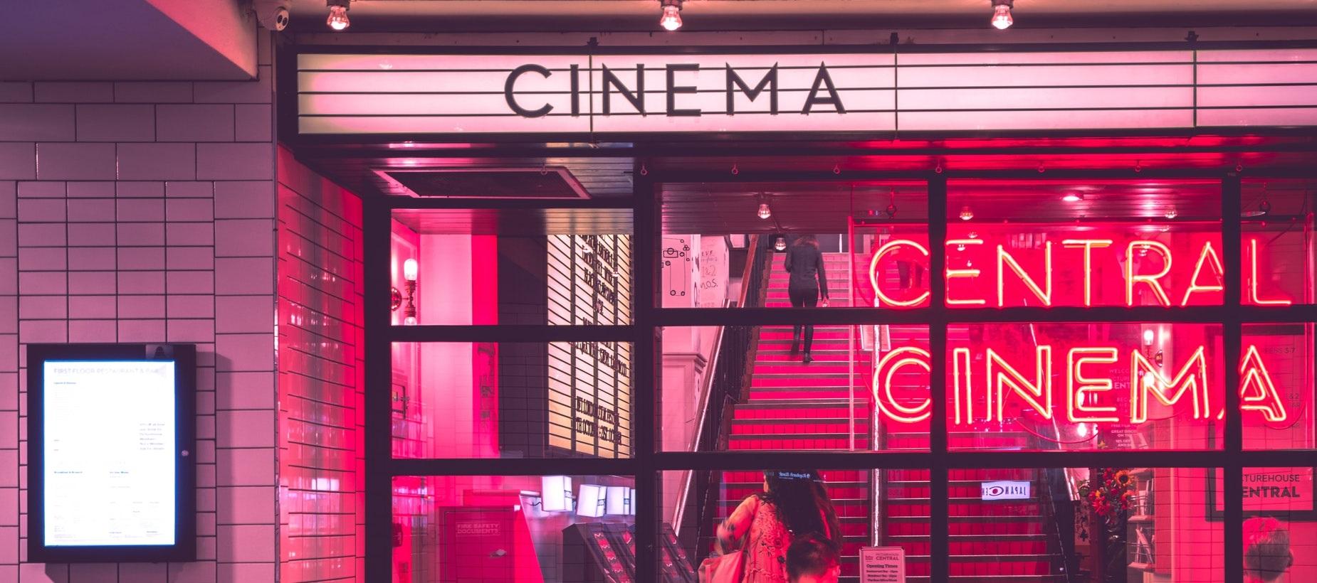 Ir al cine es una actividad lúdica muy frecuente en muchas partes del mundo.