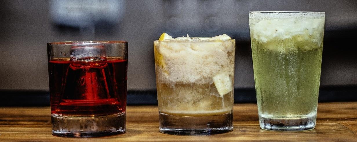 Bebidas light, alcohólicas, sanas, con gas y sus mejores marcas y combinaciones.