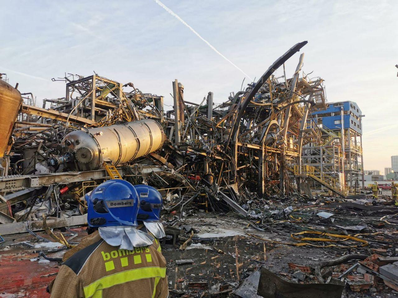 Planta destrossada després de l'explosió química a l'empresa IQOXE de Tarragona el dia 14 de gener de 2020