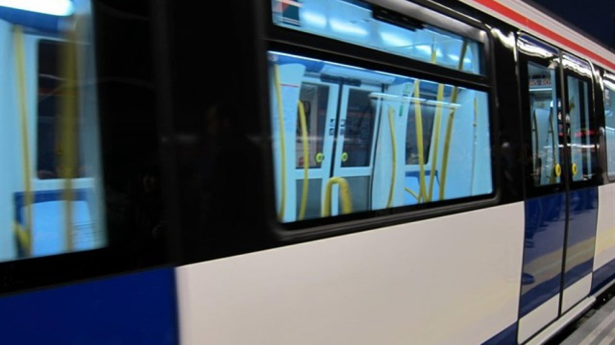 Un grupo de j venes ebrios agreden sexualmente a una - La maquinista metro ...