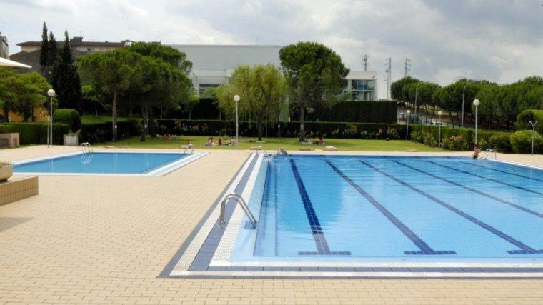Un socorrista reanima un nen a la piscina municipal de - Piscina castellbisbal ...