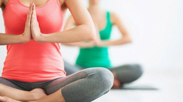 Reus celebra el dia internacional del ioga - Pavello olimpic reus ...