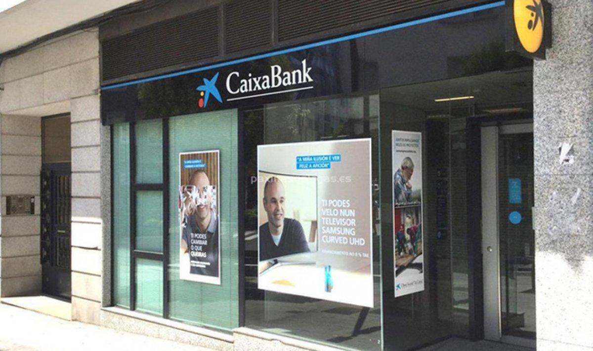 Caixabank no descarta trasladar su sede fuera de catalu a for Caja de cataluna oficinas