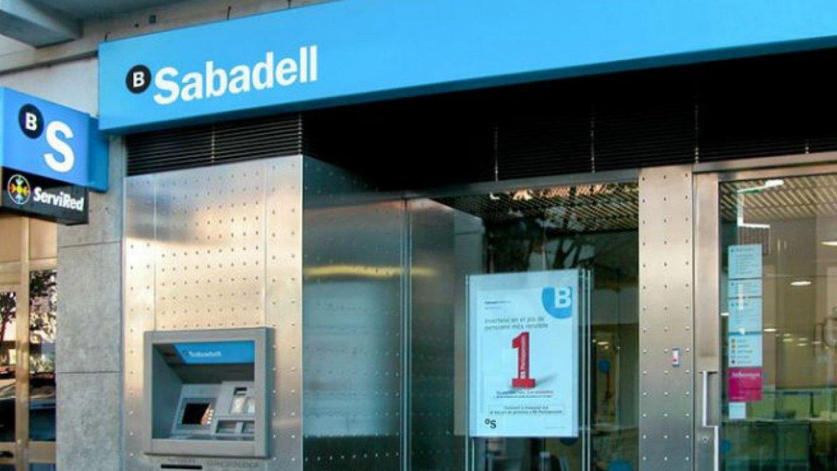El banc sabadell i caixabank s 39 enfonsen un 6 i deixen l 39 ibex 35 per sobre dels punts - Banc sabadell oficinas ...