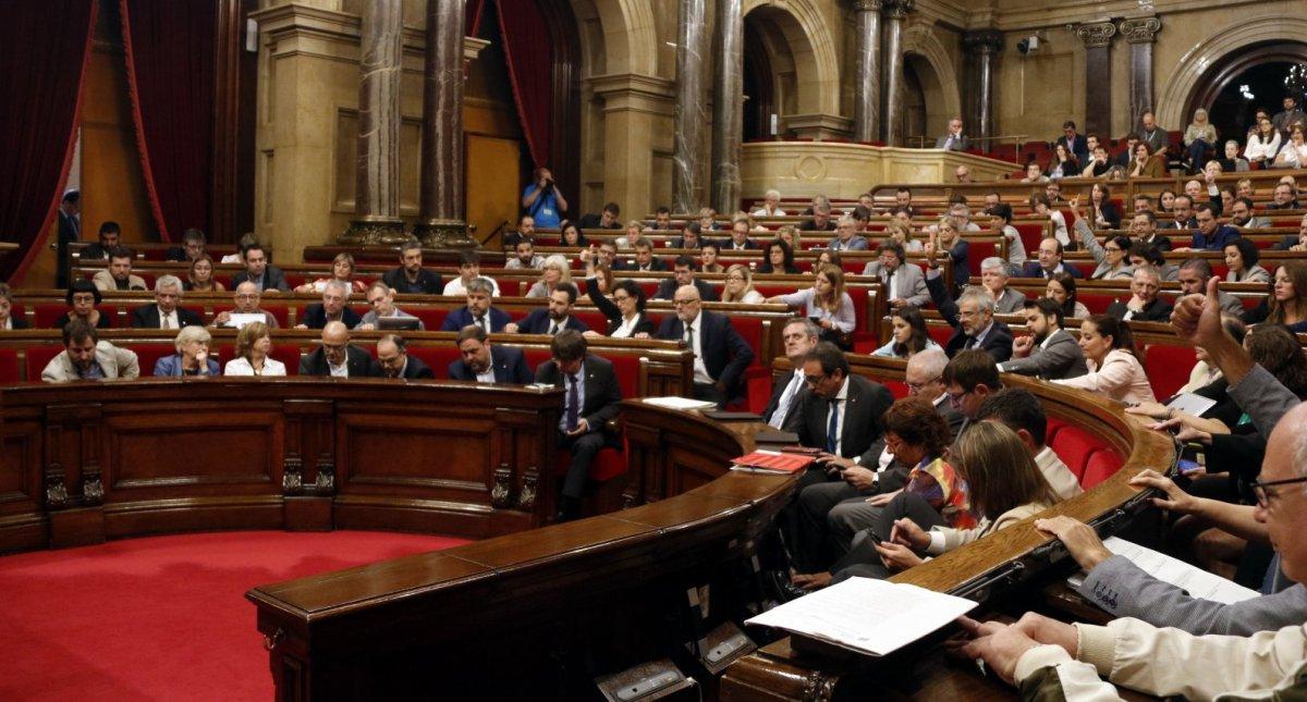 La mesa del parlament podria convocar el ple la tarda d for Mesa parlament