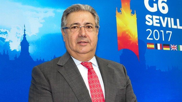 Zoido demana a puigdemont que reflexioni i passi de les for Ministre interior