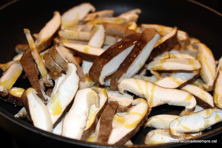 Truita de patates sucosa amb shiitake - Recepta pas a pas