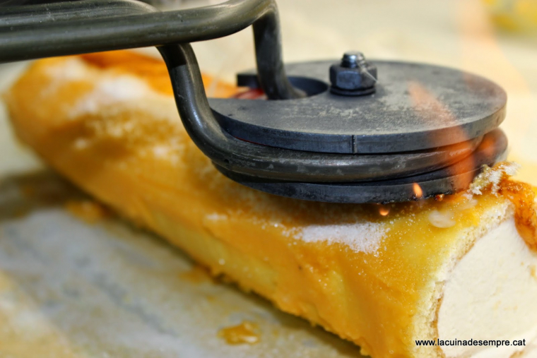 Braç de gitano de nata amb gema cremada - Recepta pas a pas